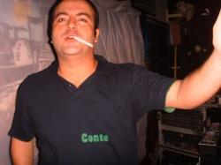 DJ Guga de Castro com a boca ocupada